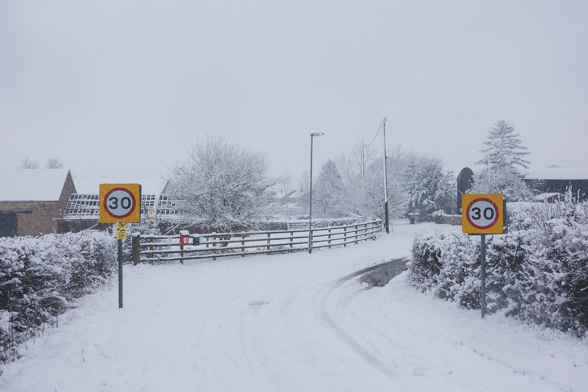 Great Gidding in the snow January 2021 - Chapel End 30mph signs