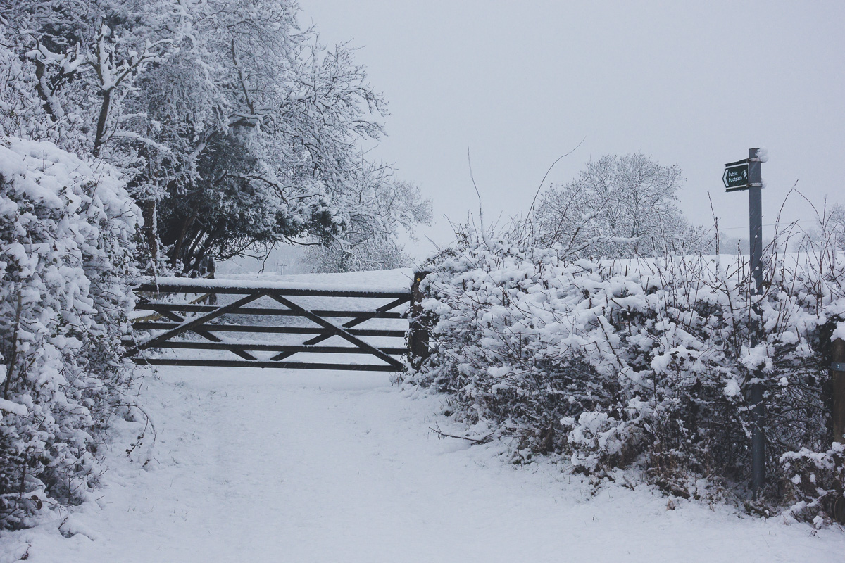 Great Gidding in the snow January 2021 - Chapel End pond gate